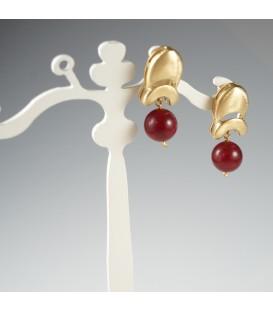 Eleganz in Bordeaux-Rot und Gold